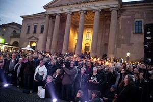 Kombinationen af sporarbejde og mange folk vil give øget rejsetid i forbindelse med Kim Larsen-mindekoncert.