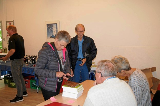 80 sæt bøger blev der solgt på udgivelsesdagen. Blandt køberne var lærer Finn Høiby som har bidraget med tegningen på forsiden af bogsættet samt fortællingen om Haverslev Varmeværks historie i bogen.