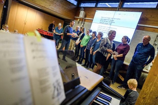 Sangen om at lege i livstræets krone blev sunget ved personalets dag. Foto: Nicolas Cho Meier