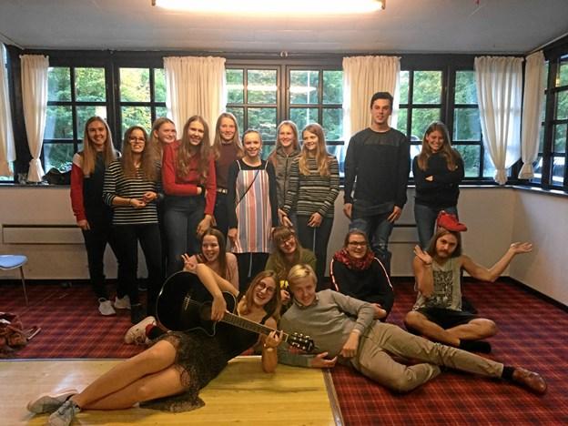 20 elever fra henholdsvis drama og sangskrivning var søndag samlet til fælles opstarts workshop på Skovlyst.Privatfotos