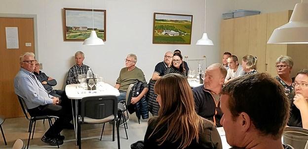25 deltog i den vinsmagning og tapas, som Daglig Brugsen i Overlade havde arrangeret på Overlade Skole fredag aften. Foto: privatfoto