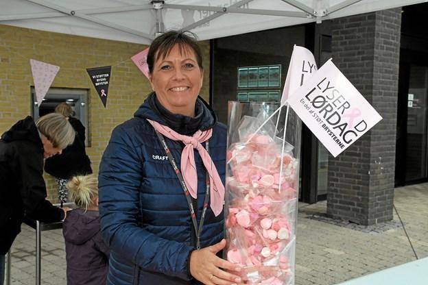 Lotte Larsen fra Jutlander Bank i Fjerritslev har været med i mange år, for at samle penge ind til projektet. Foto: Flemming Dahl Jensen