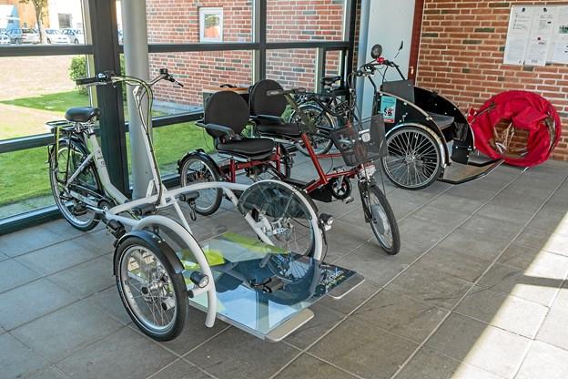 Vendelbocentret råder nu over en kørestolscykel, en duocykel og to Rickshawcykler, hvoraf den ene er udlånt fra Aktivhuset. Foto: Niels Helver