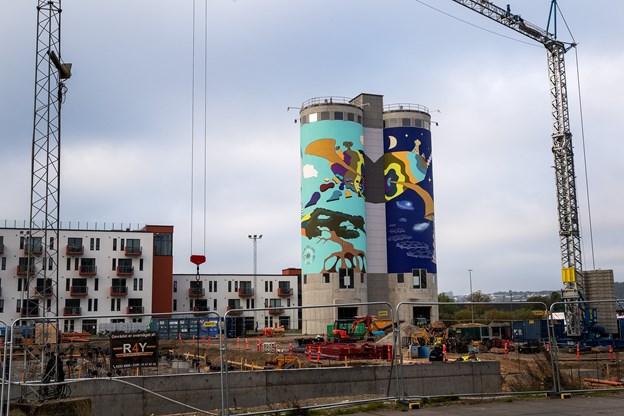 Den gamle eternitgrund i Aalborg er én af de travleste byggepladser i hele Aalborg, og murmaleriet pynter ganske gevaldigt på hele området.