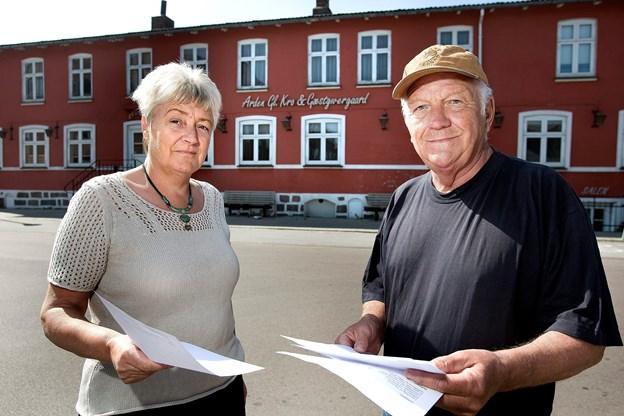 For 10 år siden mødte det modstand fra flere Arden-borgere - heriblandt Mariane Skadhede og afdøde Thorbjørn Berg - da den tidligere ejer af kroen, HD Ejendomme fra Odense, tog tilløb til en nedrivning. Arkivfoto: Lars Pauli