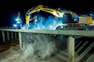 Se billederne: Motorvejsbro banket i stykker
