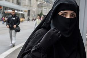 Travlhed får politiet til at droppe nogle sager om niqab