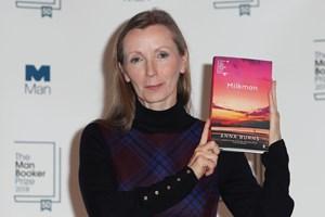 Man Booker Prize blev uddelt tirsdag aften i London. For første gang gik den til en forfatter i Nordirland.