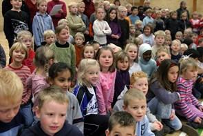 Spil dansk i børnehaver og på plejecentre