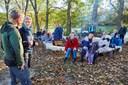Udsatte unge prøver kræfterne af i skoven: Skal sikre deres fremtid