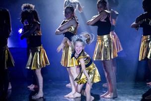 Vild akrobatik på scenen