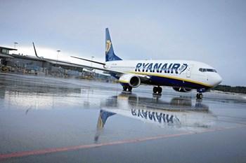 Det har været alt andet end en ideel sommer for det irske lavprisselskab Ryanair, hvis overskud er dykket