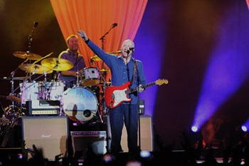 Dire Straits-frontmanden, Mark Knopfler, udgiver nyt soloalbum, og det bringer ham til Danmark i juni.
