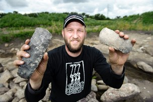 Simon går efter kommunens første ph.d.: Tre år i hjulsporet på bizar gravskik