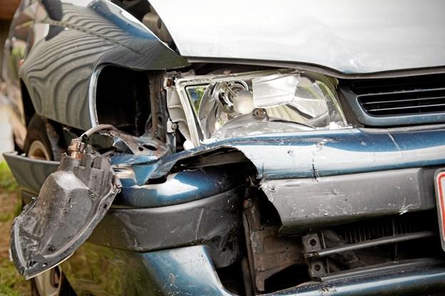 Tre biler stødte sammen - vej måtte kortvarigt lukkes