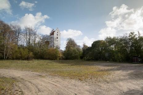 Naturfredningsforening advarer om giftig jord i Skørping: - De bør rense grunden, før der bygges