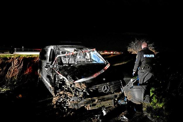 Rullede ud over autoværnet på motorvejen: Politiet leder efter bilisten
