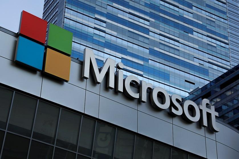 Det sociale medie LinkedIn og salg af tjenester i den såkaldte sky sikrer dollarregn over Microsoft.