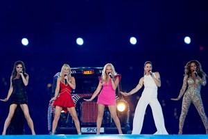 Den britiske popgruppe Spice Girls har besluttet at gendanne gruppen, men der mangler et medlem
