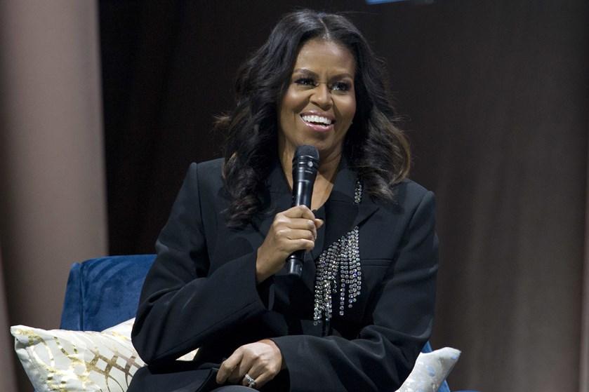 Michelle Obamas bog bliver hevet ned af hylderne langt hurtigere end Clinton-parrets og Bushs selvbiografier.