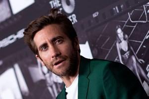 "Jake Gyllenhaal har sikret sig rettighederne til den anmelderroste danske film ""Den Skyldige""."