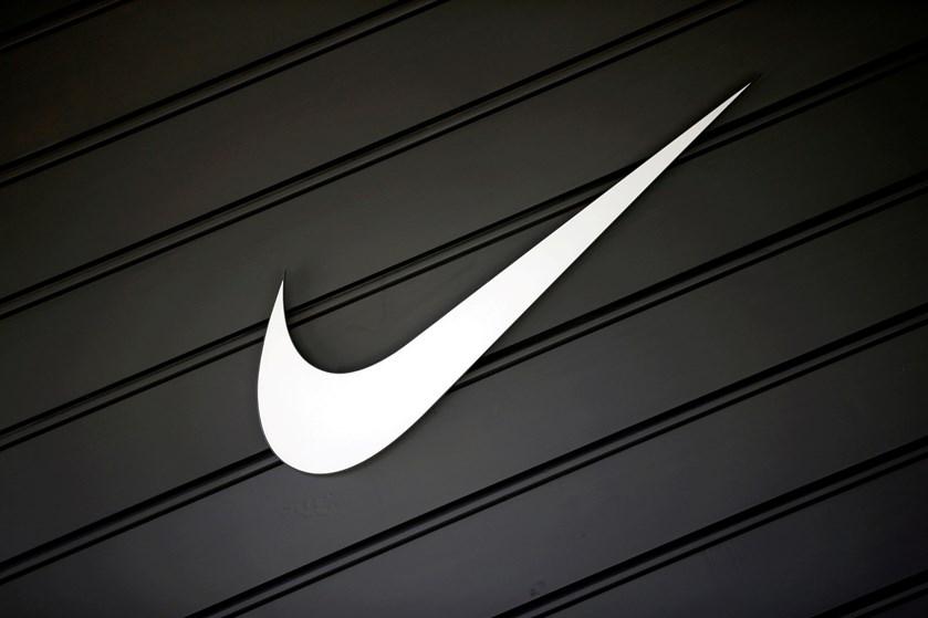 Det amerikanske tøjselskab Nike vinder frem på det kinesiske marked og sælger en stigende del på nettet.