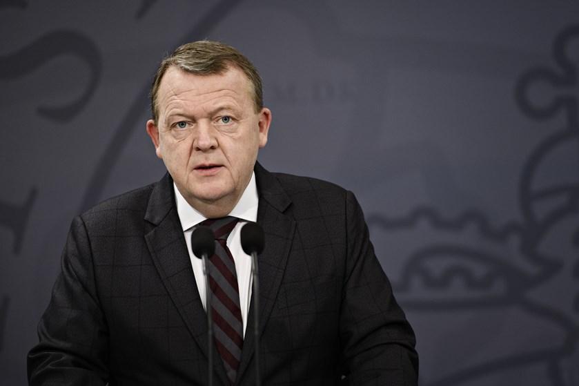 Statsminister Lars Løkke Rasmussen (V) takker i et mindeord Troels Kløvedal for at dele sit eventyr.