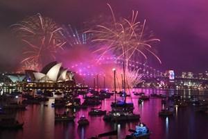 Det nye år begyndte i Auckland, New Zealands største by, klokken 11.00 dansk tid. Siden fulgte Sydney.