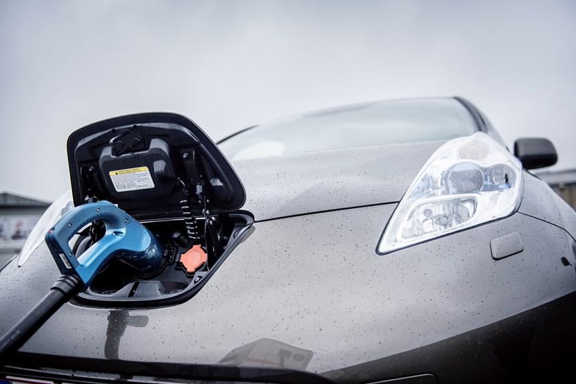 Salget af elbiler boomer i Norge. Producenterne kan få problemer med at følge med efterspørgslen i fremtiden.