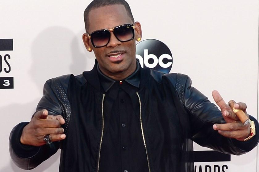 Verdensstjernen R. Kelly benægter anklager om overgreb mod flere unge kvinder, der er fremsat i ny dokumentar.
