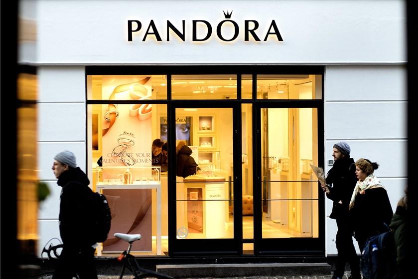 Smykkevirksomheden Pandora vil forsøge at finde besparelser på 1,2 milliarder kroner efter udfordrende 2018.