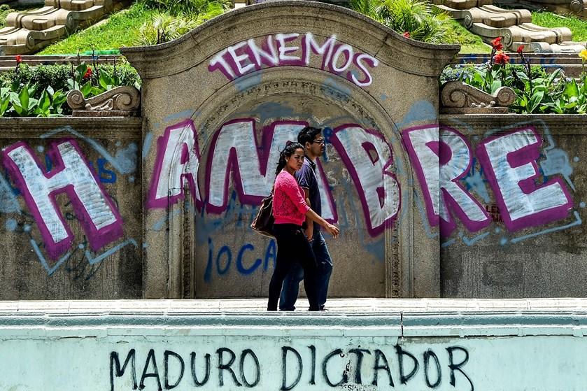 Hverdagen i Venezuela er præget af landets kriser, men endnu ikke af den politiske støtte til Juan Guaidó.