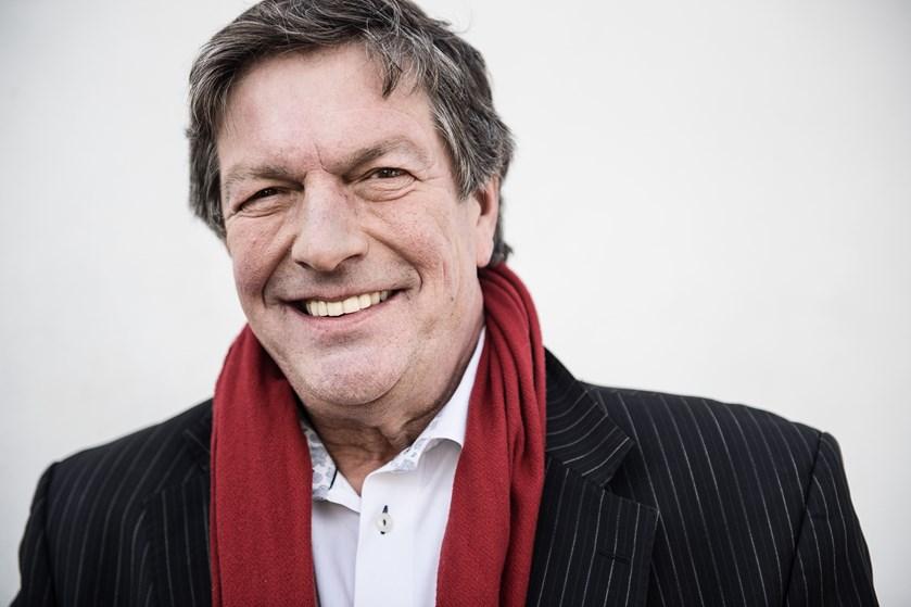 Journalisten Ole Stephensen, der også var lokalpolitiker i Gentofte, er onsdag aften død i sit hjem.