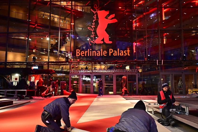 Torsdag åbner Berlin Filmfestival. Bag den røde løber kæmper filmproducenter for finansieringen af deres film.