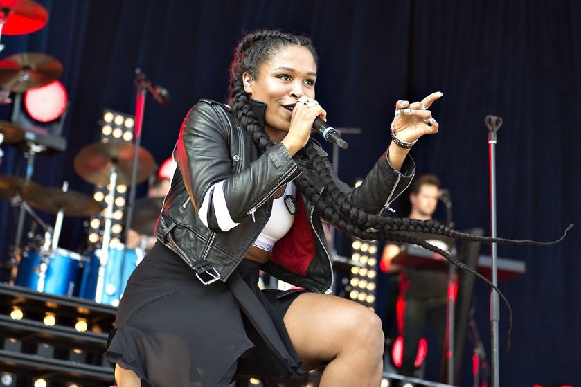 Sangerinden Nabiha fødte i december, men hun er allerede tilbage i musikstudiet med babyen i armene.