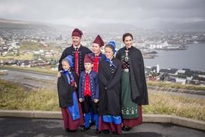 Kronprinsparret og deres fire børn har fået en mere fremtrædende plads efter prins Henrik død, siger ekspert.