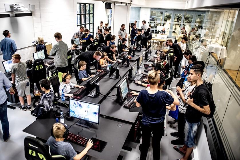 Medierådsformand peger på omgangstone og gambling som vigtige fixpunkter i børn og unges brug af computerspil.