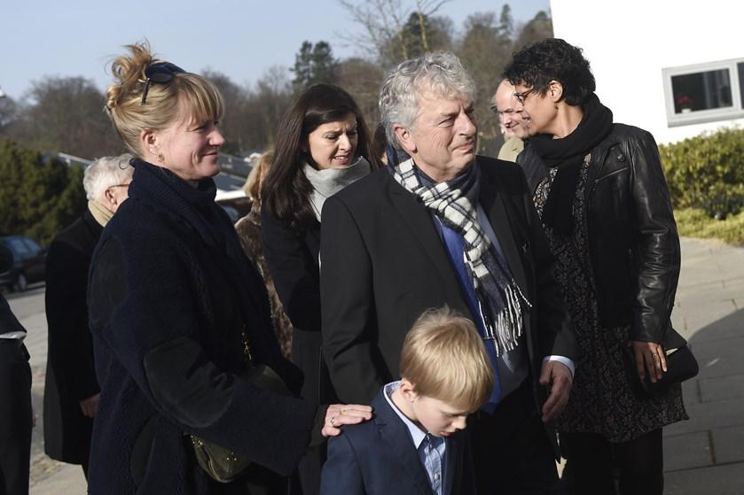 Journalist og politiker Ole Stephensen, der døde uden varsel 6. februar, blev fredag bisat fra Holte Kirke.