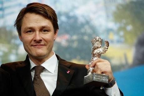 Hans navn er på store filmproduktioner i ind- og udland. Lørdag fik filmfotograf Rasmus Videbæk en Sølvbjørn.