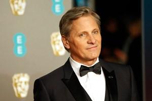"""Dansk-amerikanske Viggo Mortensen viser nye sider af sig selv i filmen """"Green Book"""", mener danske anmeldere."""