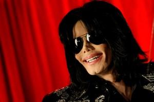 I en ny dokumentar påstår to mænd, at de som drenge blev seksuelt misbrugt af Michael Jackson.