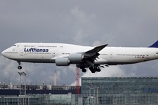 Forsinkede fly og højere priser på brændstof spænder ben for nyt rekordregnskab for Lufthansa.