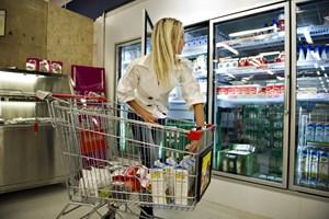 Forbrugertilliden ligger ifølge økonomer på lavt niveau. Forbrugerne er urolige for en økonomisk afmatning.