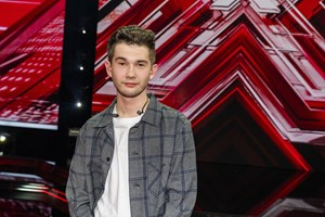"""18-årige Patrick Smith røg fredag aften ud af """"X Factor"""". Der er nu fem artister tilbage i konkurrencen."""