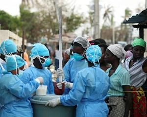 Verdenssundhedsorganisationen (WHO) er ved at sende 900.000 doser vaccine mod kolera til berørte områder.