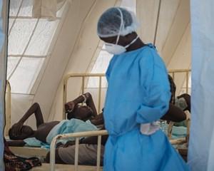 For at undgå en decideret koleraepidemi ruller myndighederne et omfattende vaccinationsprogram ud onsdag.