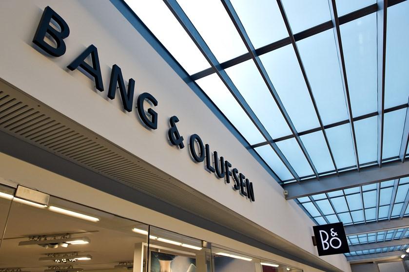 Bang & Olufsen må se salget dykke med 24-26 procent i Europa og USA. Topchef er utilfreds.