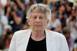 Filminstruktøren Roman Polanski har lagt sag an for at få sit medlemskab af Oscar-akademiet tilbage.
