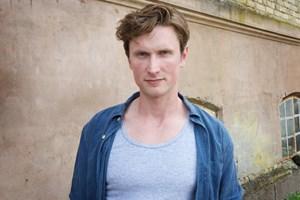Skuespiller Mikkel Boe Følsgaard har lagt flere af sine vaner om for at mindske sit CO2-aftryk.