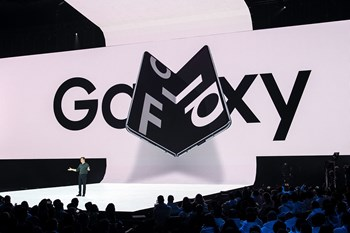 Samsung Galaxy Fold er tidligere blevet forsinket og trækkes nu hjem efter problemer med skærmen.